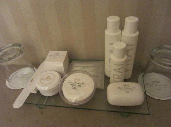 Hotel Francois 1er: Bath room