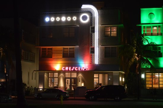 Crescent Resort On South Beach : Crescent by night