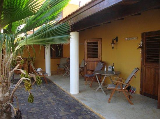 Wanapa Lodge: veranda