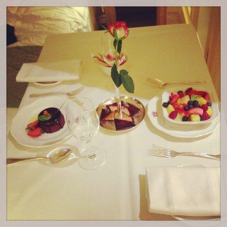 InterContinental Carlton Cannes : Fin de repas en chambre