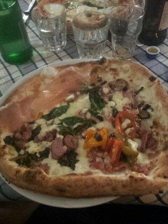 Ristorante La Caletta: Pizza Totore