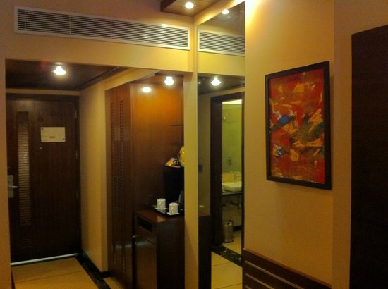 Country Inn & Suites By Carlson-Amritsar, Queens Road: A view from the windows inside the room