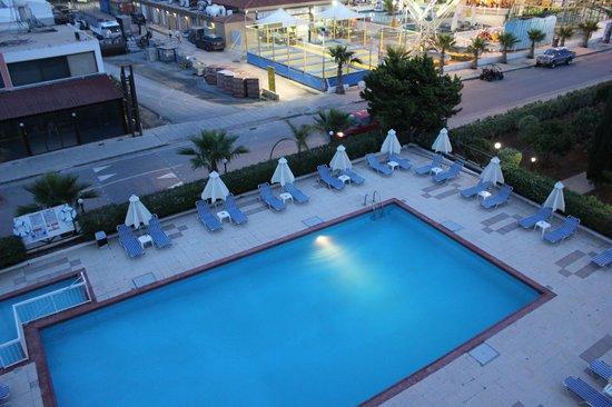 smartline Napa Tsokkos Hotel : вид из номера на бассейн