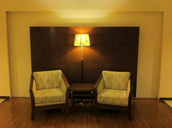 Country Inn & Suites By Carlson-Amritsar, Queens Road: A view from the reception
