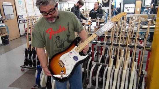 Fender Guitar Visitor Center : New Strat