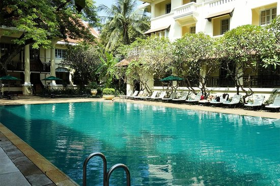 Raffles Hotel Le Royal: A fantastic pool - had it almost to our selves!