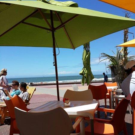 Circus Circus Beach Cafe: View from Circus Circus on the Durban Beachfront