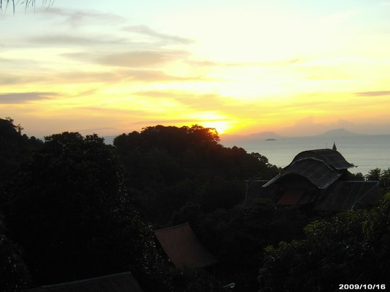 Le Bout du Monde - Khmer Lodge: Sunset over the Gulf of Thailand