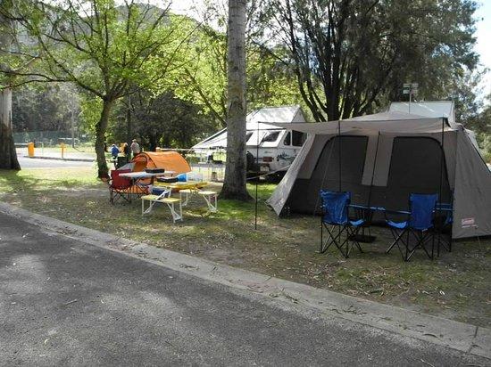 Halls Gap Caravan Park: camping at the base of the beautiful grampians mountains