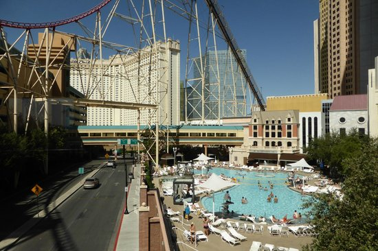 Pool Area Picture Of New York New York Hotel And Casino Las