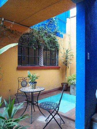 Maria Del Alma: Courtyard