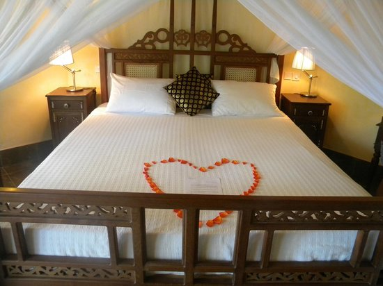 The Maji Beach Boutique Hotel: our large bed