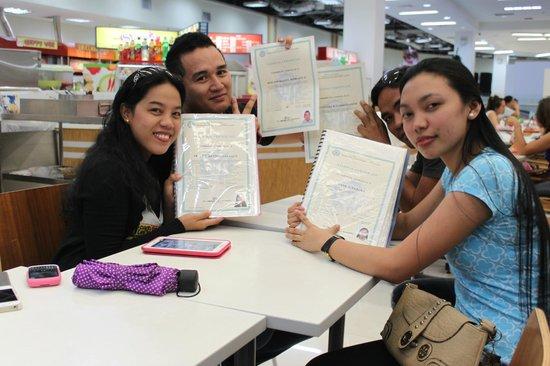 Coco White Beach Resort: Abschlussklasse einer Kochschule in Cebu