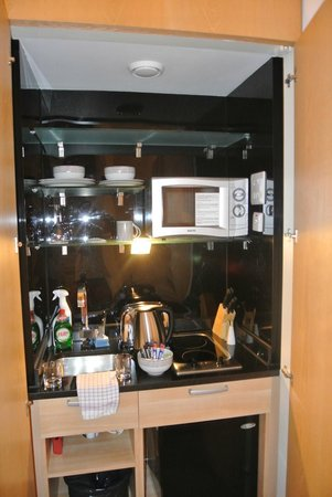 The Cleveland : kitchenette