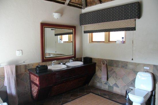 Kingfisher Lodge: Badezimmer