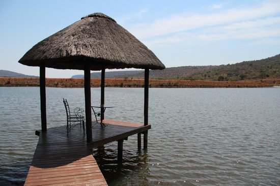 Kingfisher Lodge: Pavillon am See