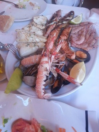 Cunini: Parrillada de marisco y pescado para dos personas. 53 euros. Muy rica