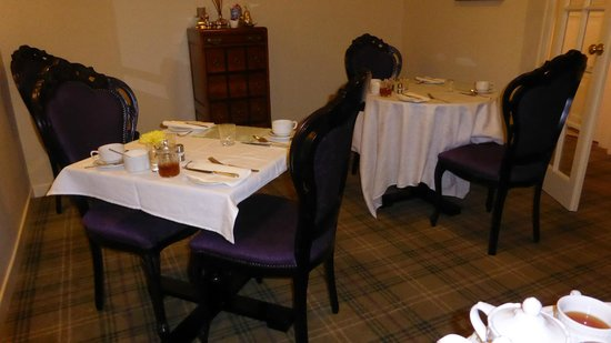 Ben Cruachan Guest House: 4 tables in the breakfast room