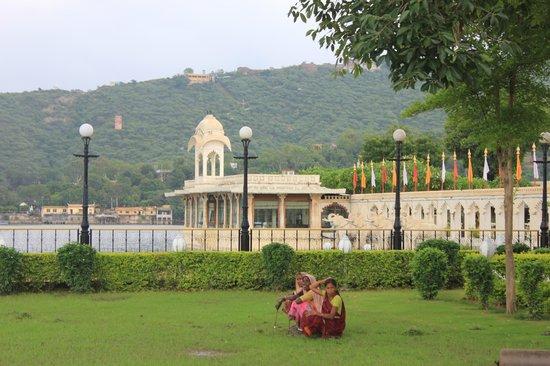 Shiv Niwas Palace: Jardin-Palacio-Lago
