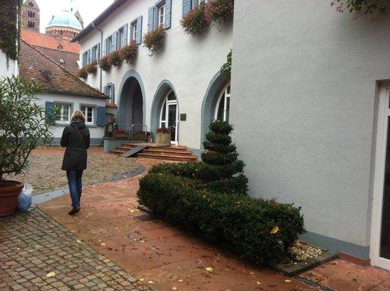 Hotel Domhof: Bakgården