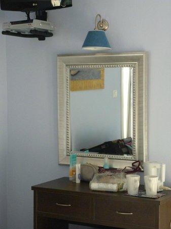 Blue Harmony Apartments: room 206