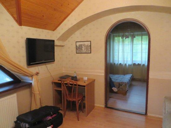 Dom Skazochnika Guest House: Номер 8 (полулюкс двухместный, двухкомнатный).