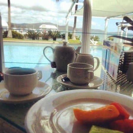 Coral Sea Resort: Breakfast by the pool