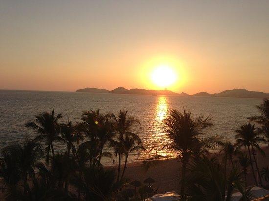 Elcano Hotel: Por do sol da sacada do hotel