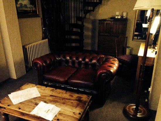 The Stag at Redhill: Living room downstairs in the 'superior room' (Room 1)
