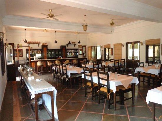 Irai Safari Retreat: Dining Hall and Bar.