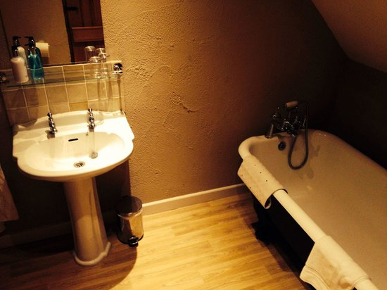 The Stag at Redhill: Superior room: bathroom