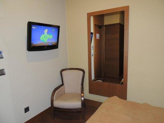 Hotel Sterling: Le coin télé