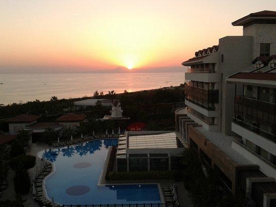 Alba Royal Hotel: Sonnenuntergang über dem Taurus