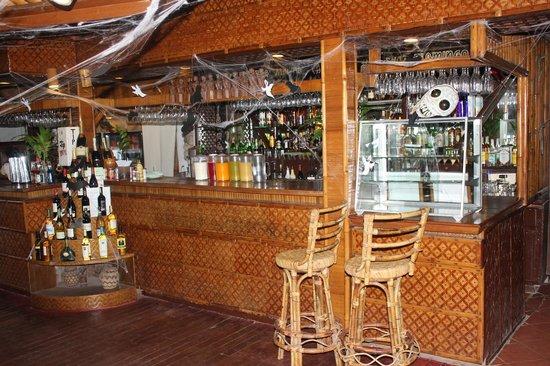 Coco Beach Island Resort: Bar