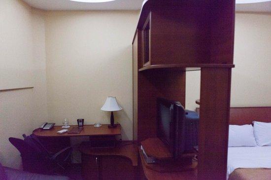 Aeetes Palace Hotel : рабочее место номера. Интересное зонирование номера