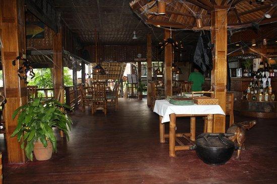 Coco Beach Island Resort: Upper deck of dinning area