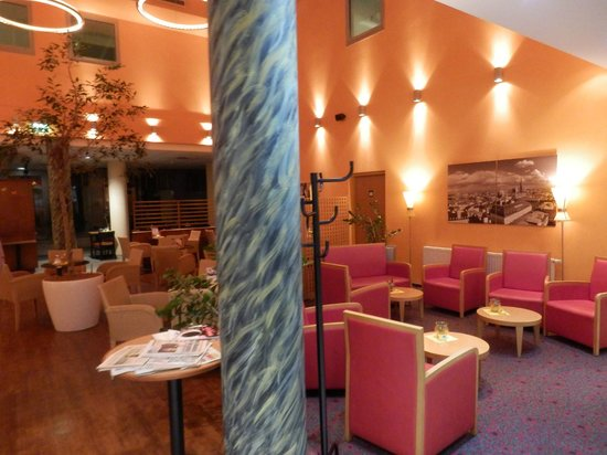 Ibis Wien City: Hall- restaurante del hotel