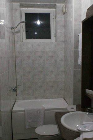 Aeetes Palace Hotel : единственный недостаток в отеле,нет шторки вода течет на пол