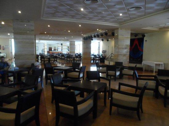Alua Sun Torrenova: The entertainment lounge and bar