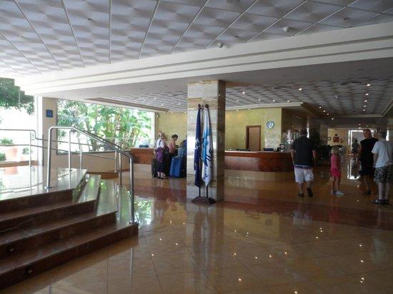 Alua Sun Torrenova: Hotel Foyer