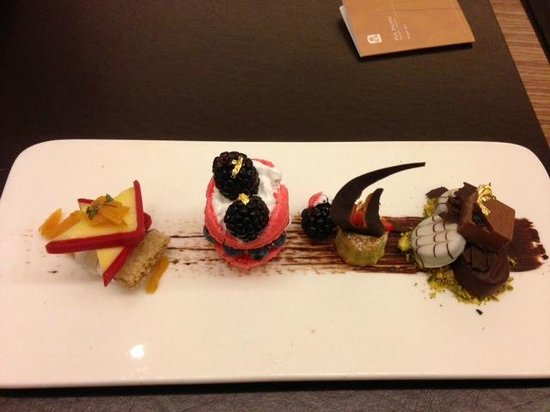 Pan Pacific Orchard : Complimentary Dessert Platter
