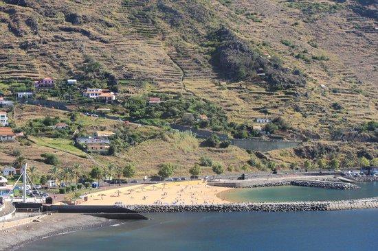 Dom Pedro Madeira: Вид из номера на пляжи