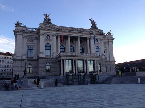 Opernhaus Zurich: Opera