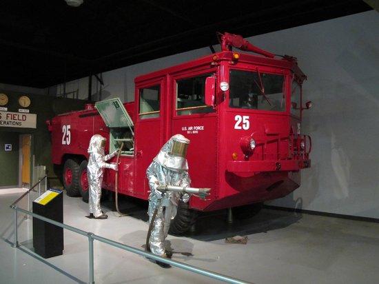Museum of Aviation : il y a aussi des véhicules à voir