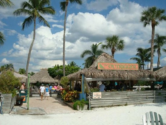 Outrigger Beach Resort: Tikki Bar