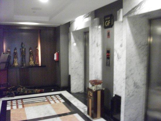 Grand Royal Panghegar : Lift lobby