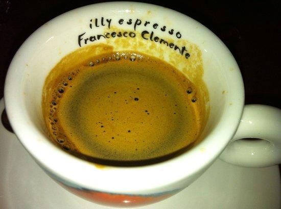 Mangiafoco Cafe: エスプレッソ