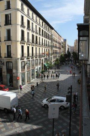Hotel Francisco I: vista dal balcone della camera su via Arenal