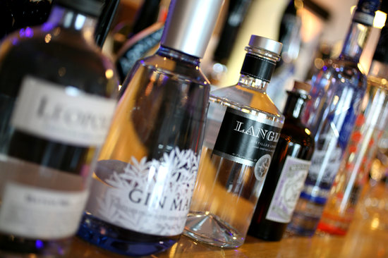 Seafood & Grill Restaurant: Gins
