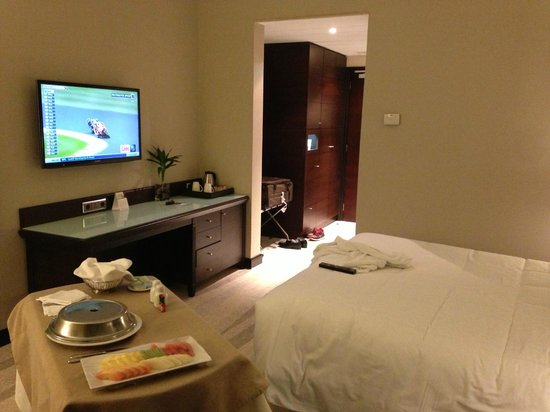 Sheraton Riyadh Hotel & Towers: Flat screen tv